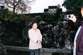 2006年11月23日全国人大副委员长何鲁丽参观何园