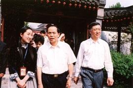 2006年5月3日全国政协副主席李兆焯参观何园